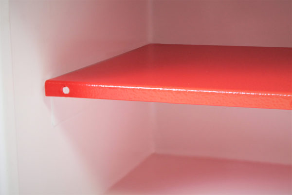 There is one shelf with the HS0671K